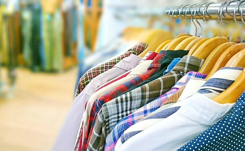 古着屋の衣類陳列ラック